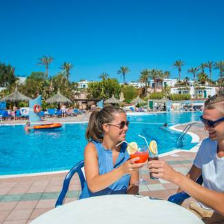 POOL BAR HL Club Playa Blanca**** Hotel in Lanzarote