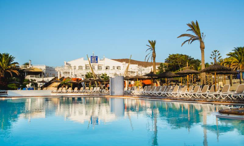 Swimming pool HL Paradise Island**** Hotel in Lanzarote